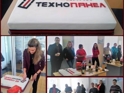 С вкусна торта и настроение отпразнувахме 10-тия си рожден ден!